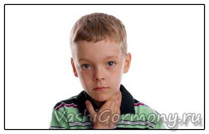 Фото: мальчик с воспалением ЩЖ