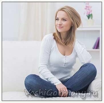 Фото: женщина на диване